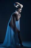 Frau mit Ziegenkörperkunst Stockfoto