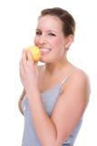Frau mit Zitrone Lizenzfreie Stockfotos