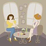 Frau mit zwei Kaukasiern, die im Kaffee spricht. Stockbild