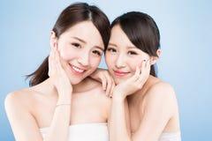 Frau mit zwei Schönheiten Stockbilder