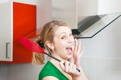 Frau ängstlich von den Spinnen oder von den Insekten Lizenzfreie Stockfotografie