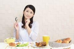 Frau ohne Appetit stockfotos