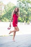 Frau ohne ihre Schuhe Stockfotografie