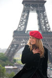 Frau in Paris Stockbild