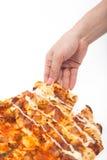 Frau pflücken herauf die lokalisierte Pizza mit der Hand Stockbilder
