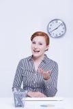 Frau regt für die Zusammenarbeit an Lizenzfreie Stockfotos