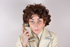 Frau am Retro- Telefon Stockbilder