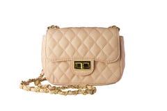 Frau ` s beige (Pfirsich, Rosa) Handtasche auf Weiß lokalisiert Lizenzfreie Stockfotos