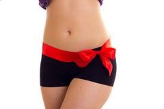 Frau ` s Hinterteile mit rotem bowtie Lizenzfreie Stockfotos