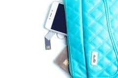 Frau ` s Tasche und es ` s Inhalt Stockbilder