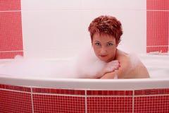 Frau in Schaumbad 2 Stockfotos
