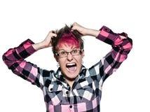 Frau schreit und zieht ihr Haar in der Frustration lizenzfreie stockfotos