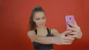 Frau selbst mit Handy stock video footage