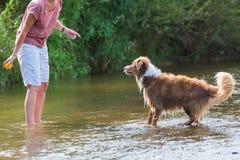 Reife Frau spritzen Fluss