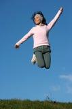 Frau springen draußen Stockfotos