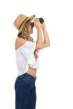 Frau in Staw-Hut beobachten Stockfoto