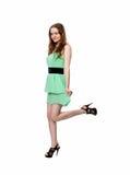 Frau steht auf einem Bein Stockfoto