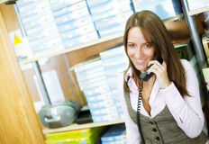 Frau am Telefon Lizenzfreies Stockbild