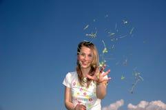 Frau Throw mit Klee Stockfotos
