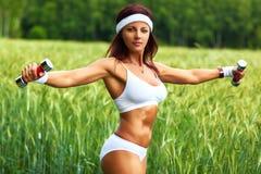 Frau trägt Training zur Schau Stockbilder