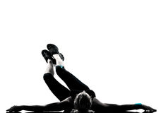 Frau Trainingseignung-Lage, die abdominals drücken, ups Stockfotos