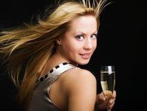 Frau trinkendes champange und Feiern Stockbild