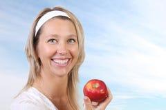 Frau und Apfel Lizenzfreies Stockfoto