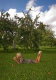 Frau und Apfel Stockfotos