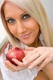 Frau und Apple Lizenzfreies Stockfoto