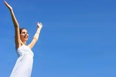 Frau und blauer Himmel Stockfotografie