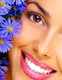 Frau und Blumen Stockfoto