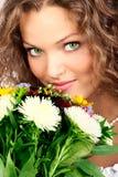 Frau und Blumen Stockbild