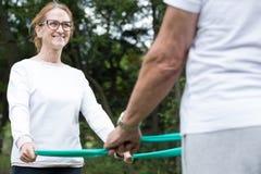 Frau und Ehemann während des Trainings Lizenzfreie Stockfotos