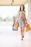 Frau und Einkaufen Lizenzfreies Stockfoto