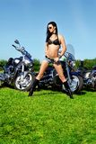 Frau und Fahrrad Lizenzfreies Stockfoto