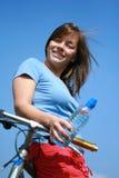 Frau und Fahrrad Stockfoto