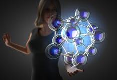 Frau und futusistic Hologramm Stockfotos