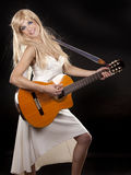Frau und Gitarre Lizenzfreies Stockbild