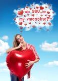 Frau und Herzen mit Valentinsgrußfrage Lizenzfreies Stockfoto