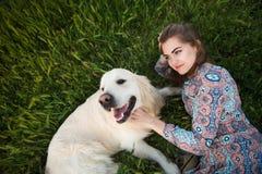 Frau und Hund Stockfotografie