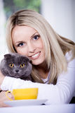 Frau und Katze Stockfotos
