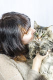 Frau und Katze Stockbild