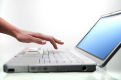 Frau und Laptop Stockfoto