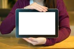Frau und leere Tablette in der Kaffeestube Lizenzfreie Stockfotografie