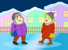 Frau und Mann, die in eine kleine Winterstadt gehen Stockfoto