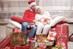 Frau und Mann im Weihnachten stockfoto