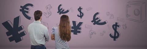 Frau und Mann vor Geld auf Wand Stockbild