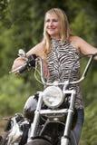 Frau und Motorrad Stockbild