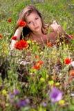 Frau und Natur lizenzfreie stockbilder