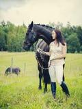Frau und Pferd Stockfoto